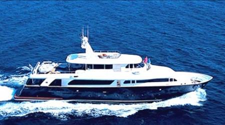 100 Foot Yacht >> Ferretti Naveta 100 Feet Luxury Crewed Motor Yacht Charter