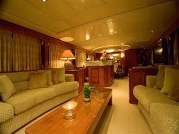 Ragazza crn 115 feet luxury crewed motor yacht charter for 15 115 salon kosmetyczny