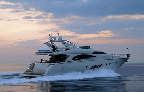 Motor yacht x treme dominator 68 feet yacht charter greece for Motor boat rental greece